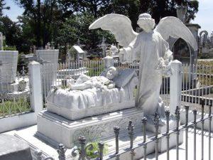 La niña del Ángel en el Panteón
